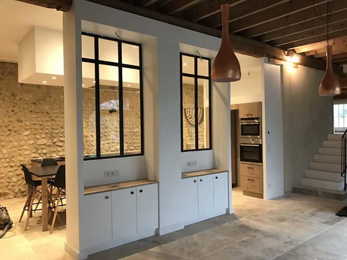 R novation d une ancienne curie en cuisine salon et for Renovation salle a manger et salon